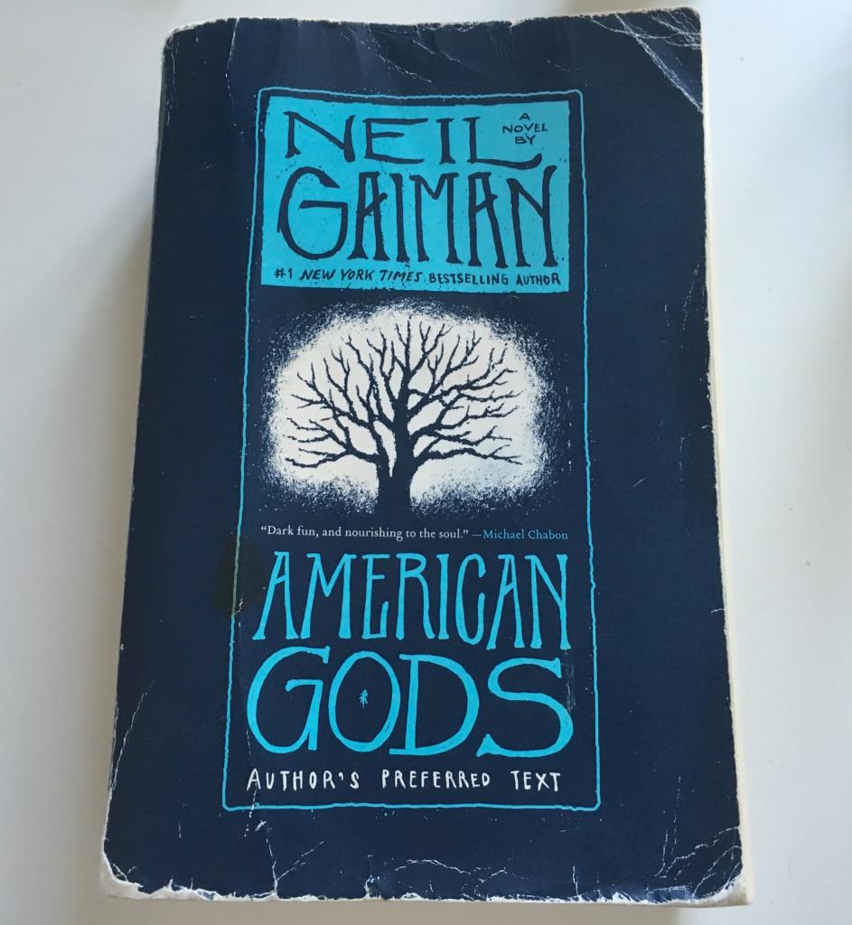Americké bohy Neila Gaimana jsem četl asi 2 roky, vždycky o dovolených (kterých jsem bohužel moc neměl). Je to super kniha.