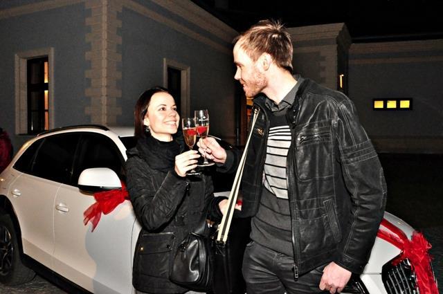 """Ilustrační foto toho, čemu se říká """"nebyl to zrovna nejlepší nápad"""". Dát na FB foto cizího Audi Q7 (nebo co to je) s textem """"Právě předávám ženě nový vůz"""" mi mezi kolegy vysloužilo mnoho zášti..."""