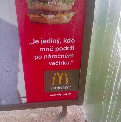McDonald popravdě takové plakáty nikdy nenatiskl, jde o výtvor nějakého vtipálka ve Photoshopu. Sami ale vidíte, jak jedna jediná hláska může ovlivnit smysl sdělení, pověst značky i renomé copywritera.