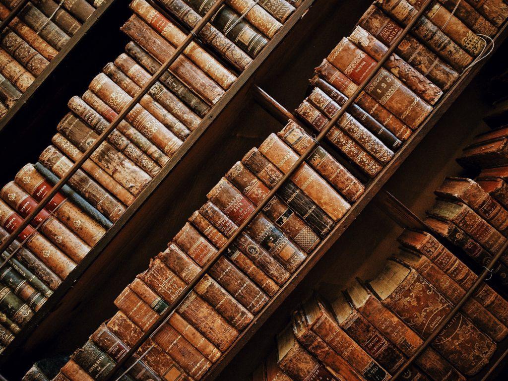 Všechno vědění světa v našem lexikonu nenajdete, ale pár pojmů z copywritingu se v něm naučíte. Nebo si osvěžíte. Nebo se nad naší interpretací rozčílíte. Případně pobavíte. Co vy víte?